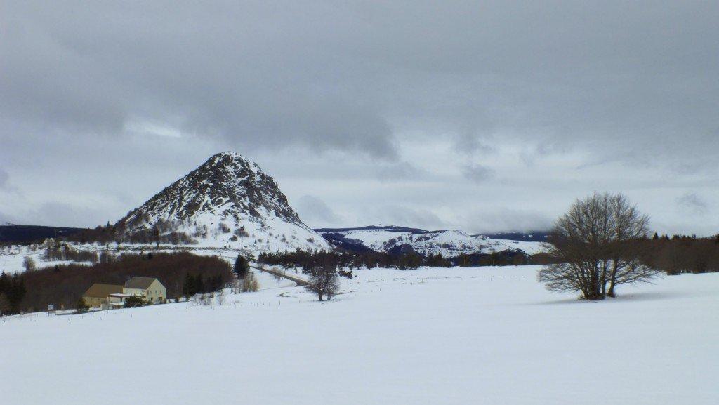 """Dans un paysage magnifique, """"Chez Régine"""", c'est idéal pour une balade en raquettes, sentier balisé, belle couche de neige..."""